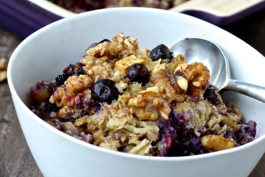 Oatmeal with apples and blueberries